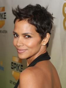 Halle Berry New Short Pixie Haircut